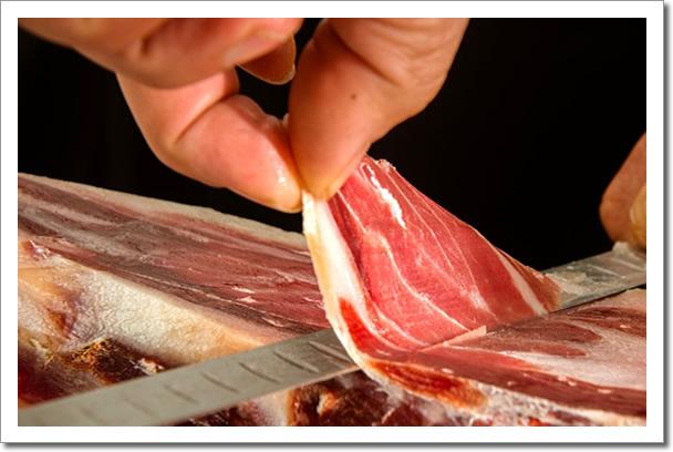spaanse serrano iberico ham snijden met de hand